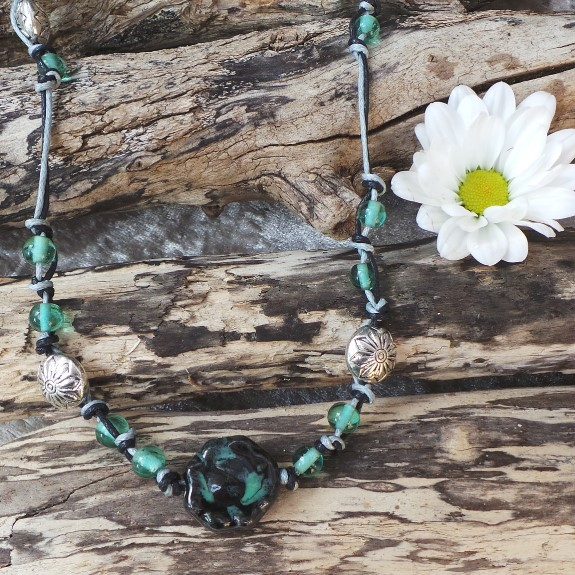 Flower Necklace - Black & Green