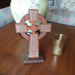 Celtic Cross - Free-standing: Brown & Cream