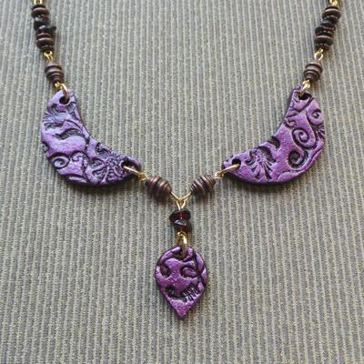 Limerick Inspirations Necklace & Earring Set: Berry